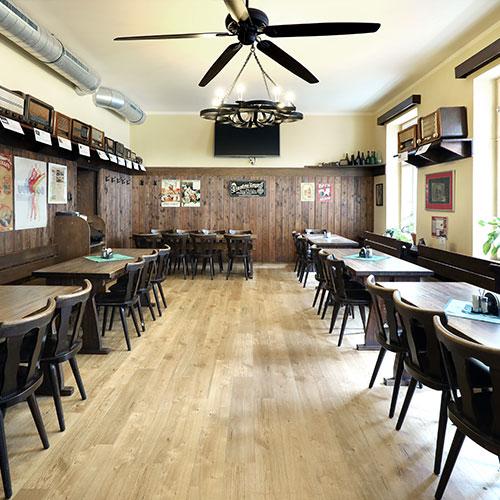 Druhá část prostoru restaurace U Veverky